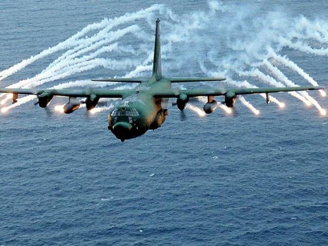 """Cường kích AC-130 Mỹ bị Nga """"tấn công"""" mỗi ngày ở Syria?"""