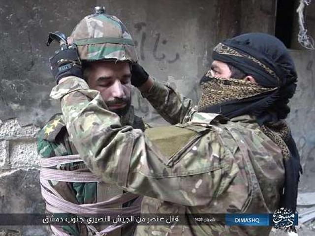 Khủng bố IS kích nổ quả bom gắn lên đầu binh sĩ Syria