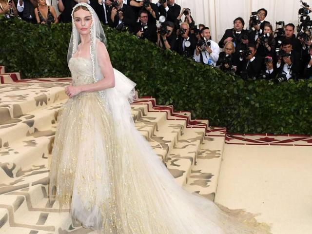 Đại tiệc thời trang đẹp choáng ngợp khi hóa thánh đường