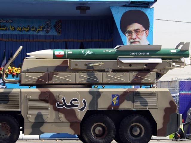 Iran nã 20 tên lửa, Israel không kích dữ dội đáp trả