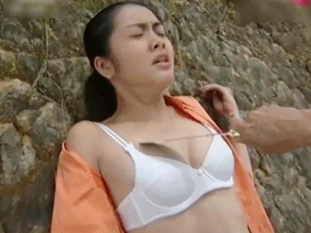 Angela Phương Trinh đọ cảnh nóng cùng Tăng Thanh Hà