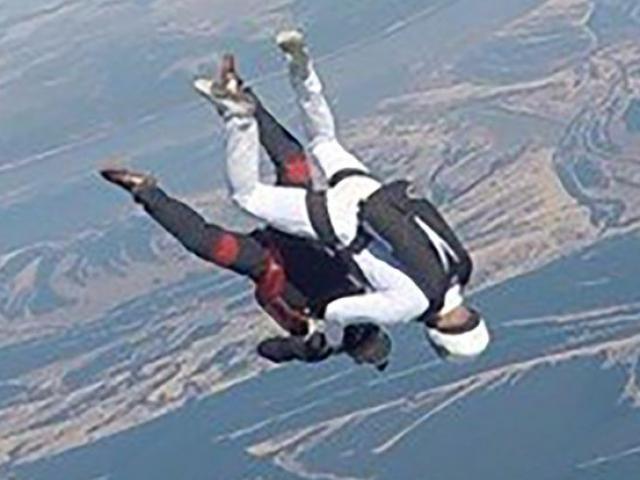 Nga: 2 người nhảy dù đập đầu vào nhau trên không và diễn biến bi thảm