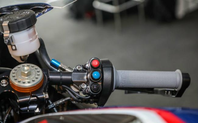 ngam tuyet pham 2018 bmw motorrad hp4 race gia 2,8 ty dong hinh anh 18