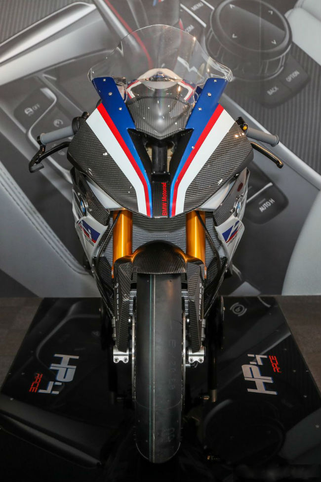 ngam tuyet pham 2018 bmw motorrad hp4 race gia 2,8 ty dong hinh anh 6