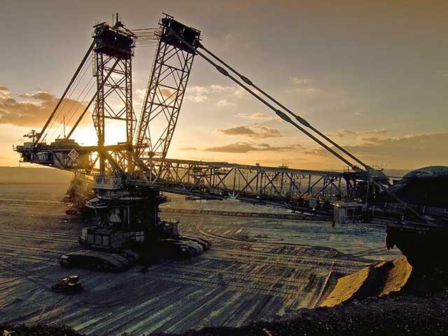 Cỗ máy 4.000 tấn đứng sừng sững giữa cánh đồng Đức