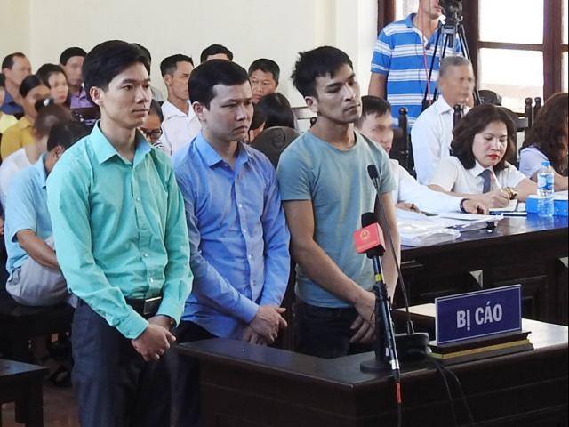 Xét xử bác sĩ Lương: Bị cáo bất ngờ gặp vấn đề sức khỏe, tòa tạm nghỉ