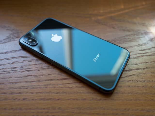 Hàng loạt iPhone X bất ngờ bị nứt kính phủ camera: nguyên nhân do đâu?