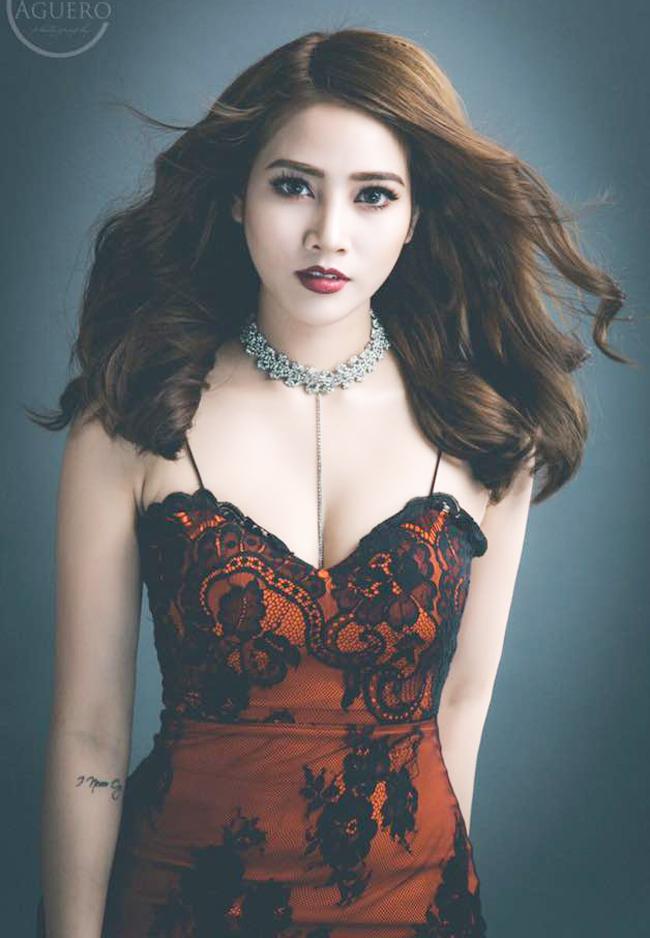 my nu khong mac noi y dong canh ven ao cho trung hieu xem not ruoi hinh anh 12