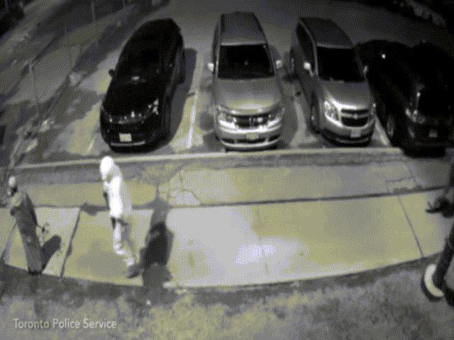 Video: Bị gí súng vào đầu bóp cò và điều bất ngờ sau đó