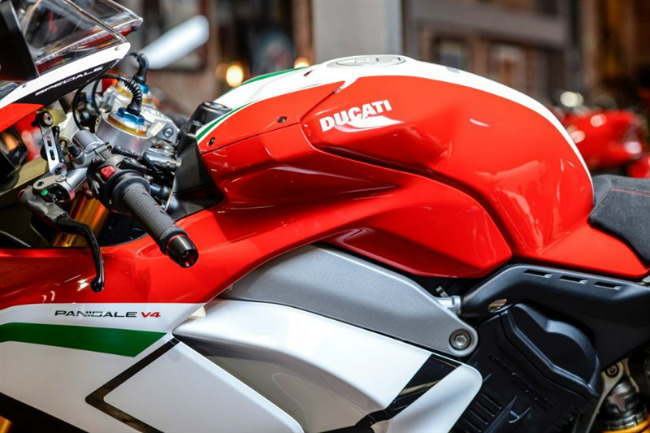 choang ngop ducati panigale v4 speciale ve viet nam gia 2 ty dong hinh anh 13