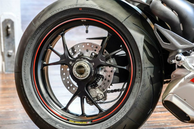 choang ngop ducati panigale v4 speciale ve viet nam gia 2 ty dong hinh anh 2