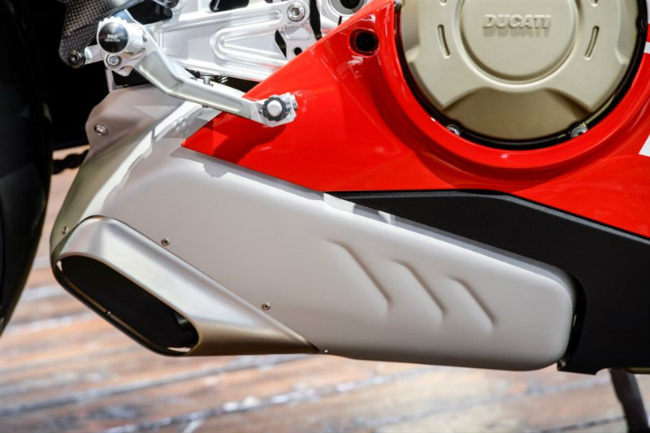 choang ngop ducati panigale v4 speciale ve viet nam gia 2 ty dong hinh anh 3