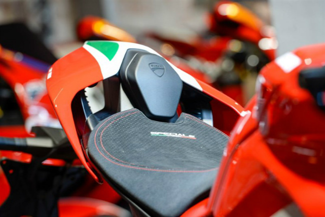 choang ngop ducati panigale v4 speciale ve viet nam gia 2 ty dong hinh anh 7
