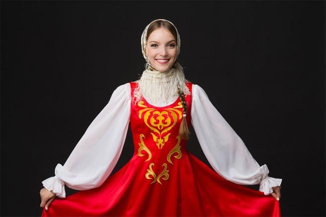 Thiếu nữ Nga xinh đến ngỡ ngàng trong trang phục dân tộc