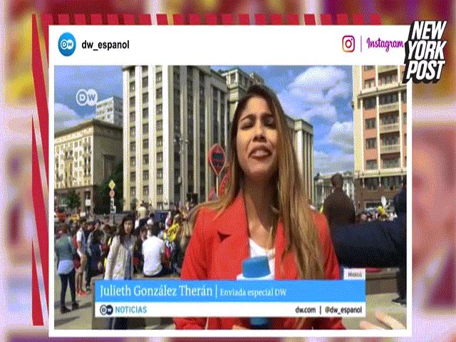 Video nữ phóng viên bị hôn và sờ ngực khi đang đưa tin World Cup