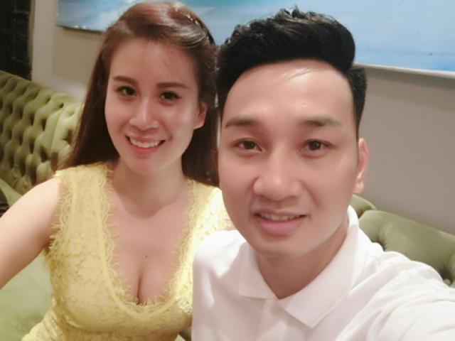 Vợ sexy của MC Thành Trung chăm chồng thức đêm xem bóng đá