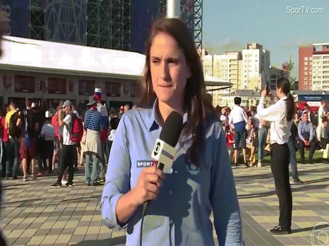 Bị sàm sỡ khi đưa tin World Cup, nữ phóng viên hành động nhanh trí