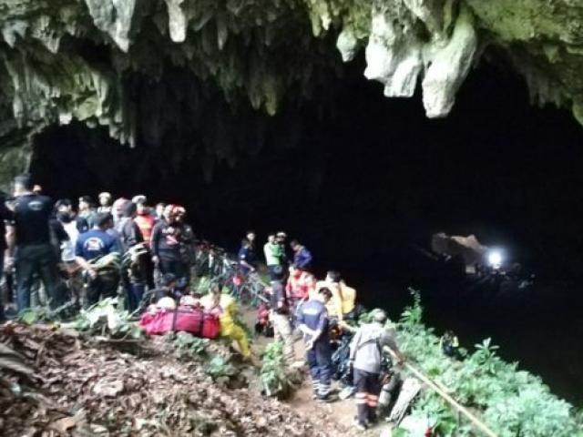 Cả một đội bóng mất tích bí ẩn trong hang động Thái Lan
