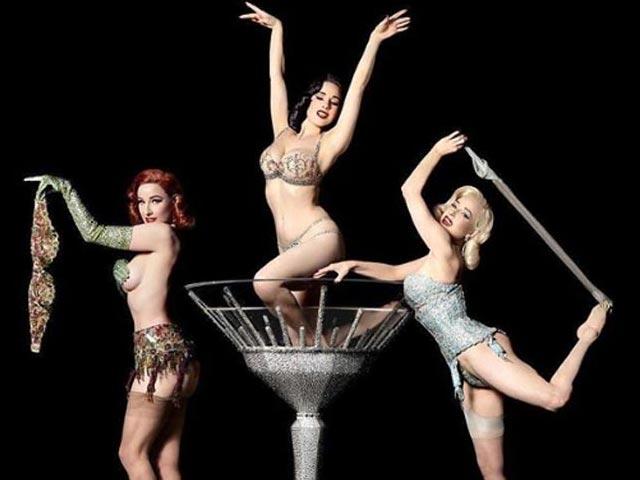 Bí mật sau những bộ đồ gợi cảm của vũ nữ múa thoát y