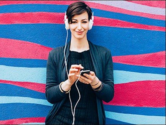 Nên nghe nhạc ở âm lượng bao nhiêu nếu dùng tai nghe?