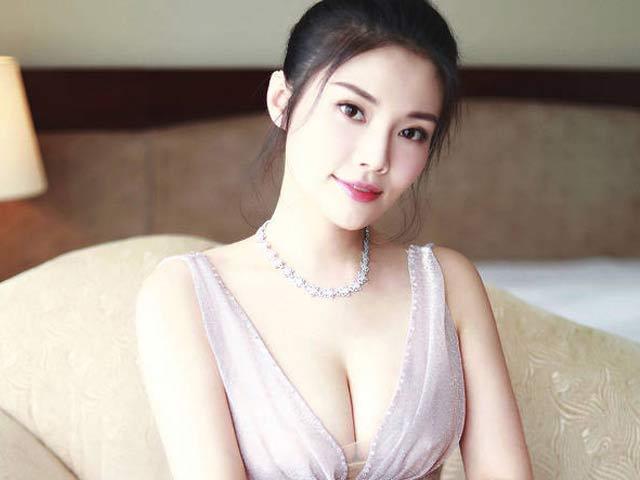 """Thân hình đẹp hiếm có của """"cô Kim siêu vòng 3 Trung Quốc"""""""