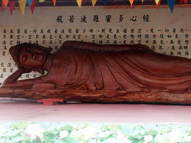 Điều ít biết về pho tượng Phật bằng gỗ lũa lớn nhất Việt Nam