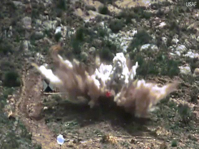 """Chiến tranh cận kề, Mỹ """"dằn mặt"""" Iran bằng video """"sát thủ diệt boong ke"""" mạnh nhất"""