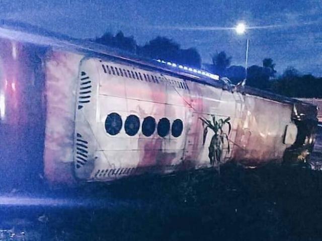 Xe khách mất lái đêm mưa giông, 19 người thương vong