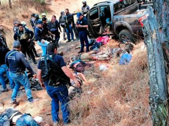 Băng đảng Mexico hỗn chiến hàng giờ, xác chết nằm la liệt