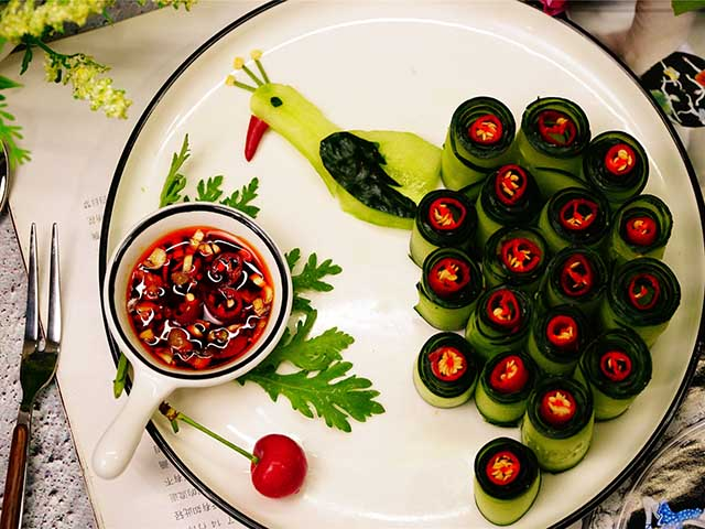 5 phút biến tấu món salad dưa leo chim công đẹp ngon hết sảy