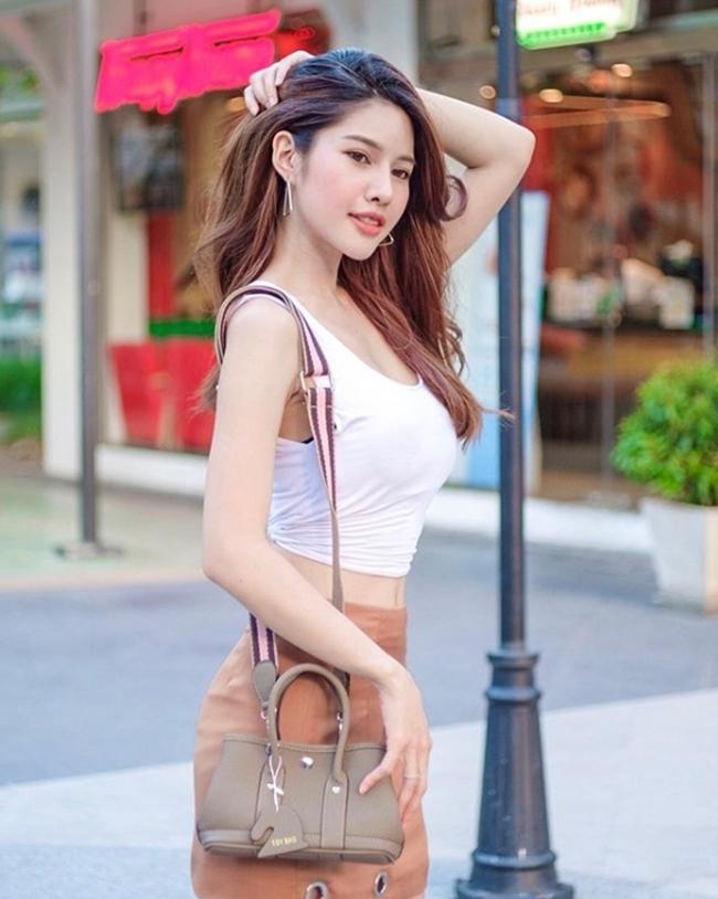 kieu ao nay co gi dac biet ma phu nu thai thuong dien tu nha ra duong? hinh anh 12