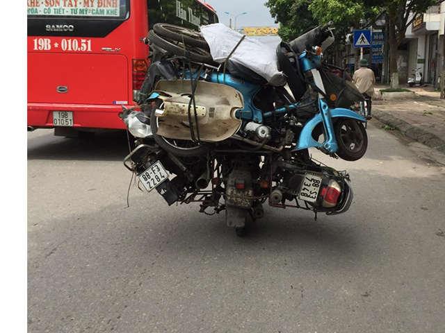 """Cận cảnh """"người vận chuyển xe máy"""" phiên bản Việt"""