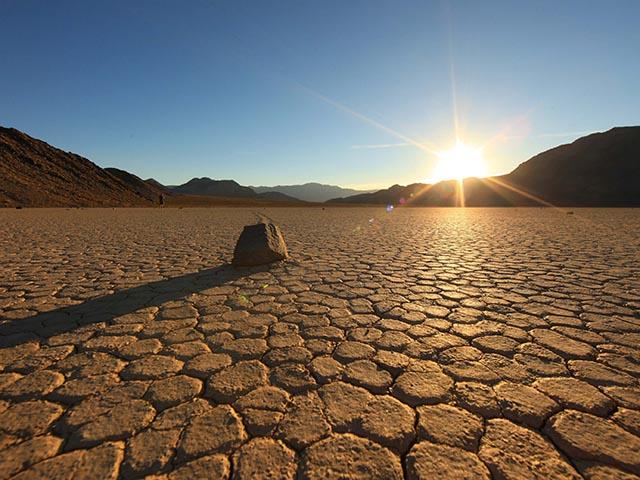 Thung lũng nóng đến mức bỏng cả da thịt khiến du khách không dám đặt chân vào