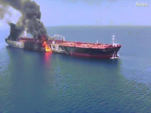 Mỹ tố Iran dùng ngư lôi tấn công tàu chở dầu gần vịnh Ba Tư