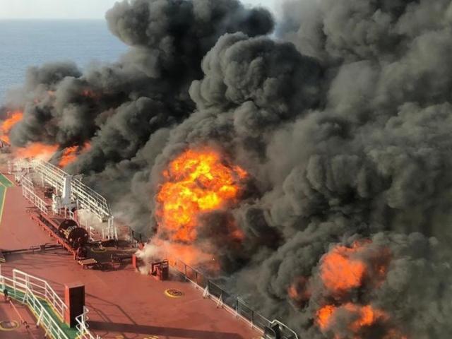 """Tên lửa Iran nhắm vào """"sát thủ lang thang"""" Mỹ trước vụ tàu dầu bị tấn công?"""