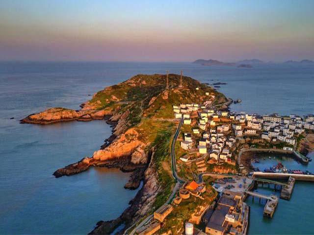 Ngỡ ngàng trước vẻ đẹp của 3 hòn đảo ở Trung Quốc sánh ngang với Phuket, Santorini