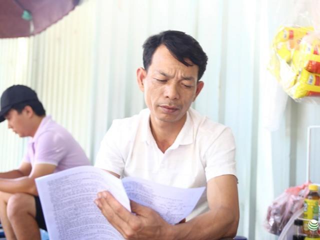 """Trưởng thôn 46 tuổi """"vượt khó"""" đến trường thi THPT quốc gia"""