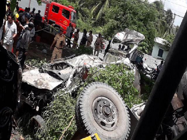 Vụ 2 ô tô rơi cầu Hàm Luông: 3 nạn nhân tử vong