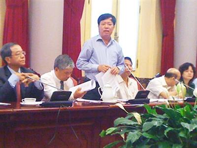 Thứ trưởng Nguyễn Minh Huân nhấn mạnh nhiều điểm mới trong Bộ luật Lao động sửa đổi. Ảnh: Dân Trí