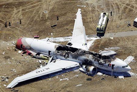 Chiếc Boeing 777 bị mất phần đuôi.