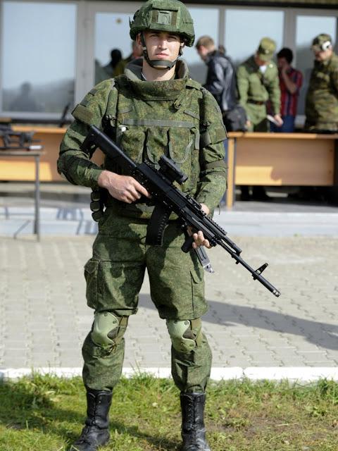 Trang bị cơ bản nằm trong bộ trang bị Ratnik với súng trường tấn công AK-12 khi mới được giới thiệu.