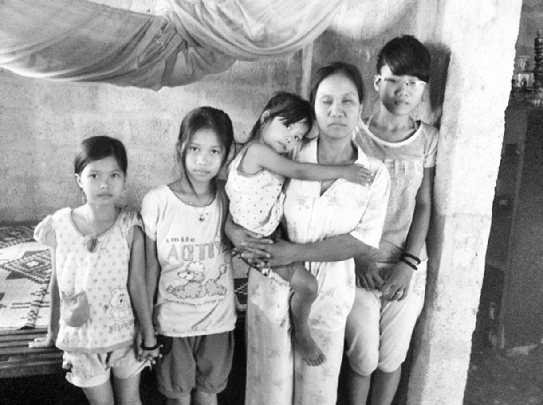 Người mẹ mù và đàn con