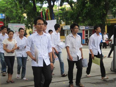 Thí sinh tham dự kỳ thi ĐH, CĐ 2013.