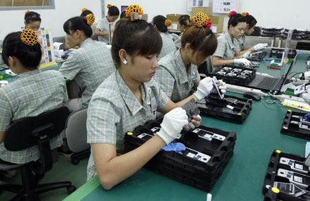 Công nhân làm việc tại khu tổ hợp công nghệ cao Samsung Electronics.