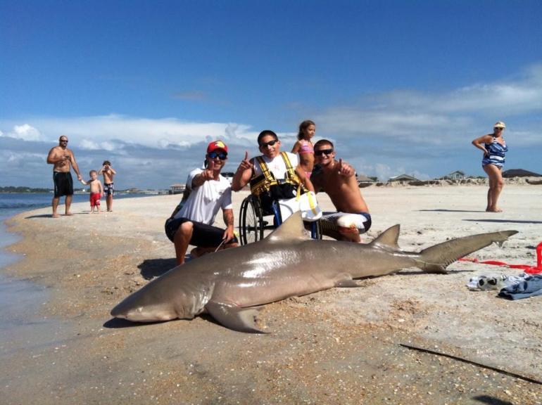 Matt Sechrist và con cá mập. Ảnh: Facebook.