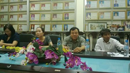 BGH trường Trần Phú làm việc với phóng viên