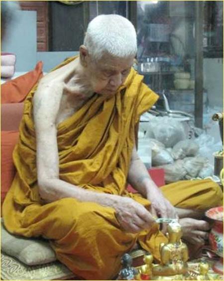 Bùa Kumanthong có rất nhiều trong các ngôi chùa ở Thái Lan