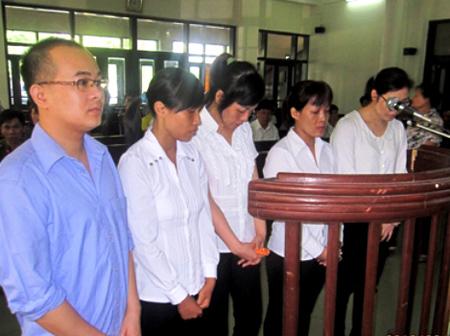Các bị cáo tại phiên tòa xét xử (ảnh: baoquangninh).