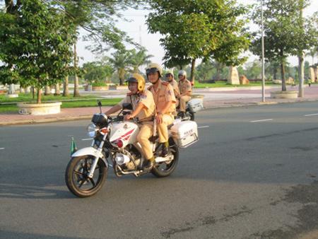 Lực lượng CSGT tuần tra đảm bảo ATGT.