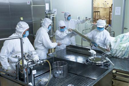 Sản xuất vaccin sởi tại Trung tâm Nghiên cứu, sản xuất vaccin và sinh phẩm y tế (Hà Nội).